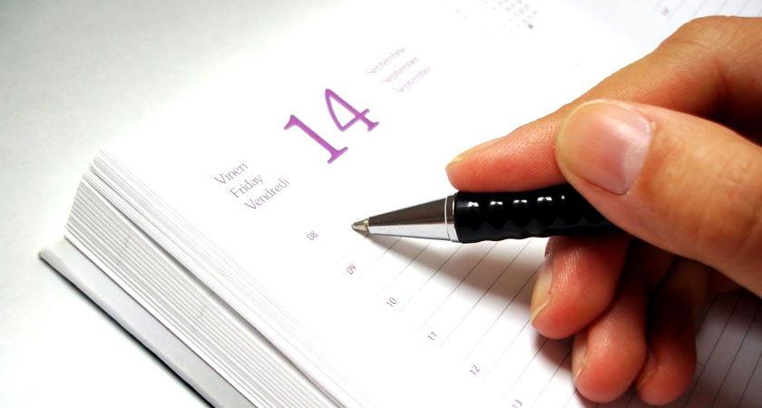 escribiendo en agenda